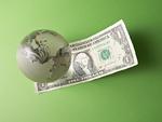 ドル紙幣と地球儀