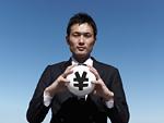 円記号のボールを持つビジネスマン