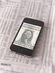 ドル紙幣が映ったスマートフォン