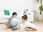 地球儀と子供