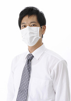 マスクをするビジネスマン