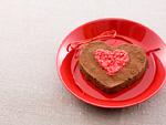ハート形のチョコレートケーキ