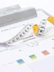 巻き尺と肥満度チェック表