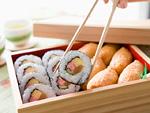 巻き寿司といなり寿司の弁当