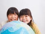 地球儀と姉妹