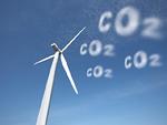 風力発電機と雲