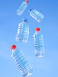 ペットボトルと青空