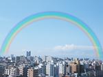 虹と市街地の町並