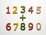 並んだ数字の木製玩具
