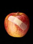 絆創膏が貼られたリンゴ