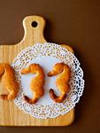 タツノオトシゴ形のクッキーとカッティングボード