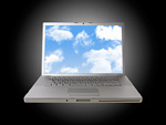 雲の画面のノートパソコン