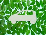 葉に囲まれた車(エコロジーイメージ)