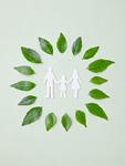 手をつなぐ家族と葉(エコロジーイメージ)