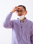 マスクをしたシニアの男性