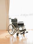 窓際の車椅子