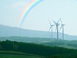 風力発電機と虹