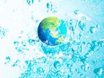 地球と水しぶき