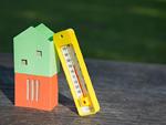 家のミニチュアと温度計