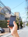 住宅街とスマートフォン