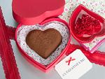 ハート形のチョコレートとメッセージカード
