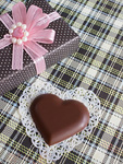 ハート形のチョコレートとギフトボックス