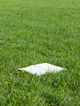 芝生の上のノート