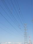 青空と送電鉄塔