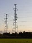 夕暮れの送電鉄塔