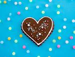 ハート形のチョコレートクッキー