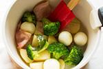 野菜を炒める