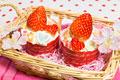 タイトル:苺で美白パワー!丸ごと苺のカップケーキ