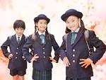 制服を着た小学生