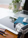 机の上のカメラとタブレットPC