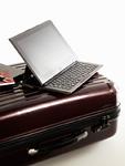 スーツケースとタブレットPC