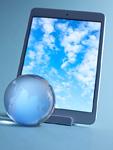 ガラスの地球儀とタブレットPC