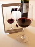 赤ワインとタブレットPC