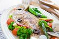 タイトル:丸ごと鯛のアクアパッツァ