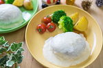 ホワイトソースの白いハンバーグ
