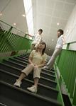 階段の若者たち
