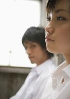 若い女性と男性