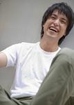 若い男性の笑顔