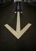 アスファルトの矢印