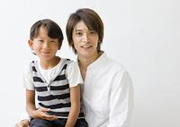 笑顔の父と息子