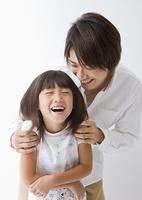 笑顔の父と娘