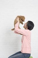 女性とイヌ