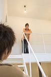 階段のカップル