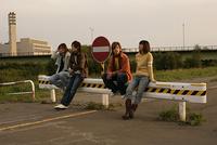 4人の若者