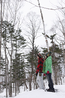 雪に立つカップル