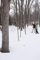 雪の上のカップル